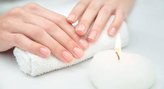 Come togliere il gel dalle unghie con metodi casalinghi, senza fare danni