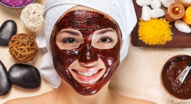 Maschere con cioccolato: ricette golose per viso e capelli