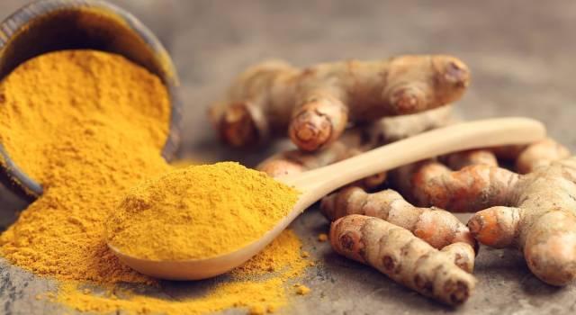 Curcuma per l'intestino: i benefici di questa polvere magica