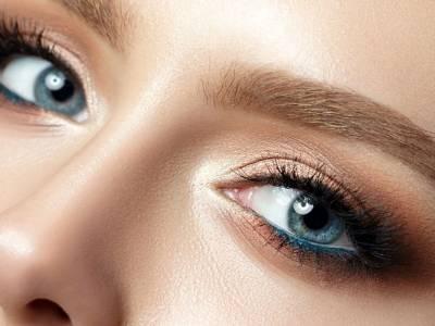 Come truccare gli occhi azzurri: il make up perfetto per l'estate