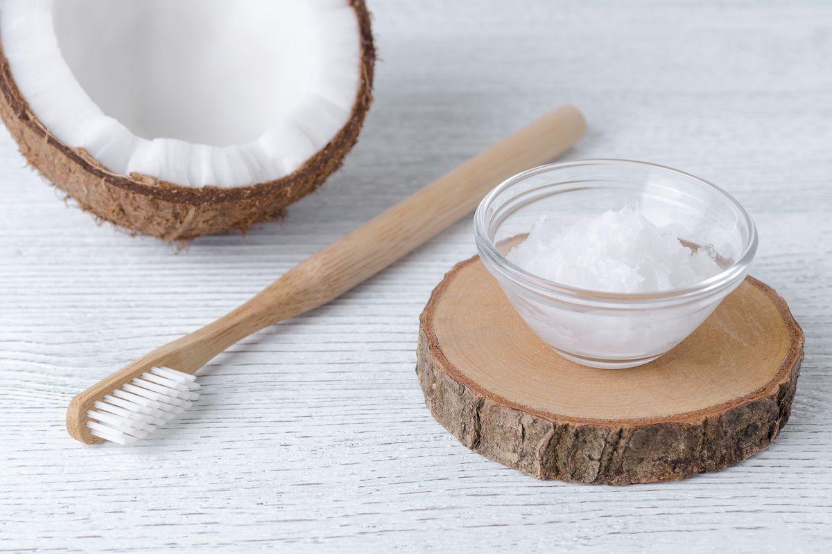 Olio di cocco per i denti