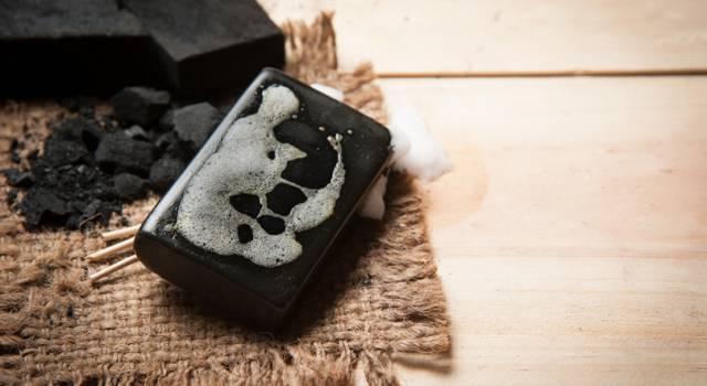Perché la tua pelle ti ringrazierà se inizi ad utilizzare il sapone nero