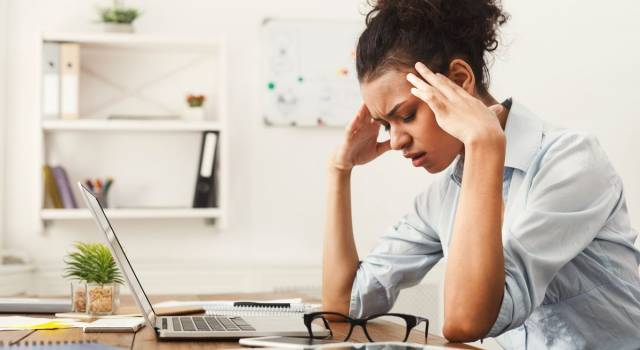 Emicrania, quali sono i cibi da evitare per il mal di testa