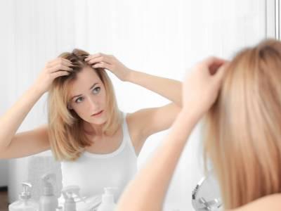 SOS caduta dei capelli: i migliori rimedi, lozioni, integratori (e l'alimentazione da seguire)