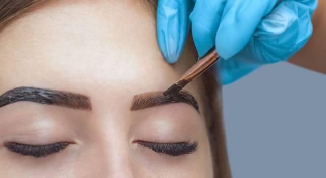 La tecnica per migliorare (da subito) il nostro sguardo è l'henné per sopracciglia