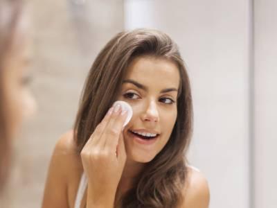 Pelle spenta e grigia: i migliori rimedi naturali per illuminare il viso