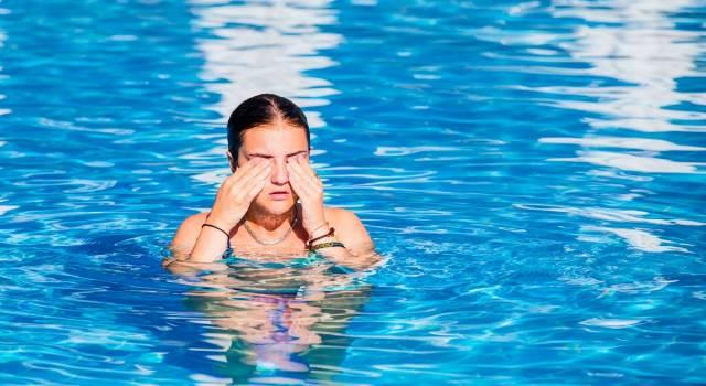 Gli effetti del cloro sulla pelle: come evitare irritazioni e micosi in piscina