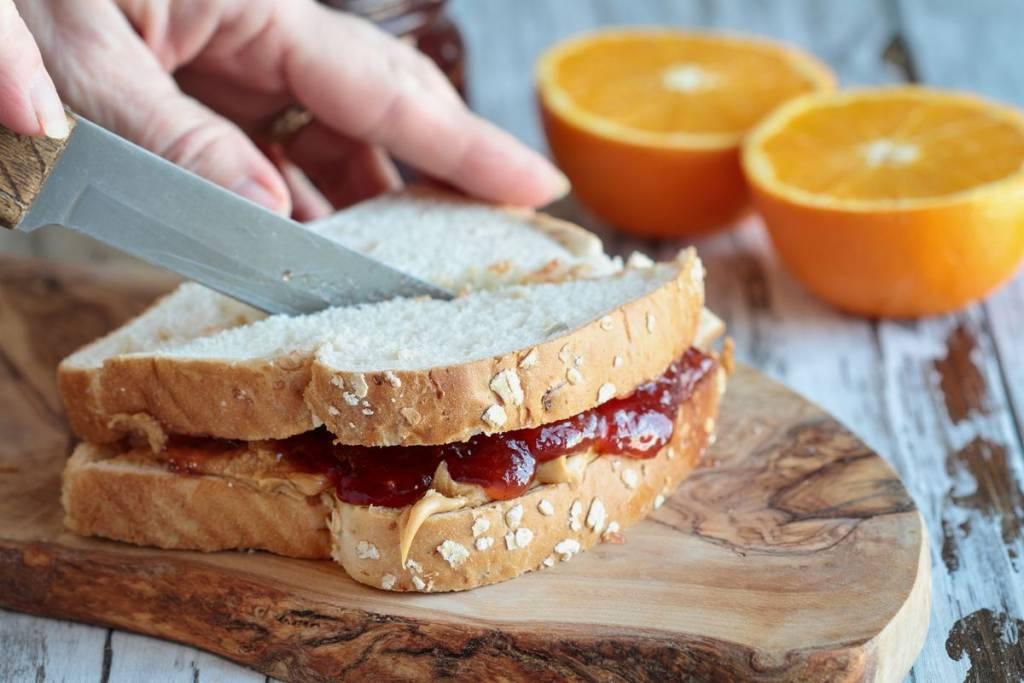 pane con burro di arachidi