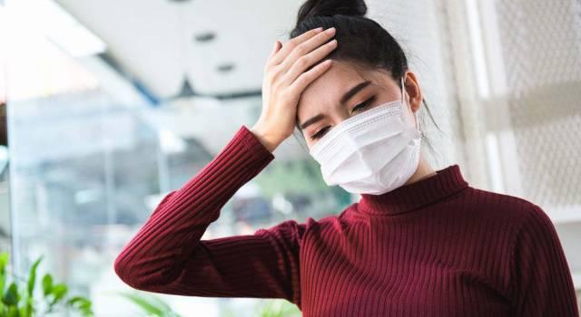La mascherina può causare il mal di testa? La parola degli esperti