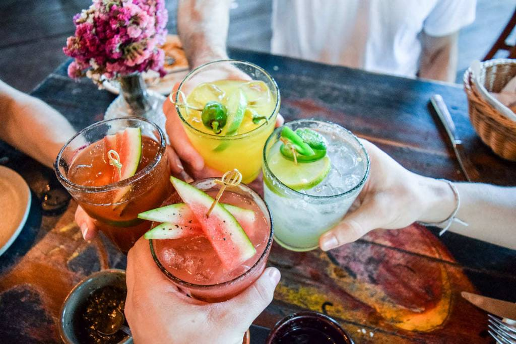 Bicchieri con cocktail