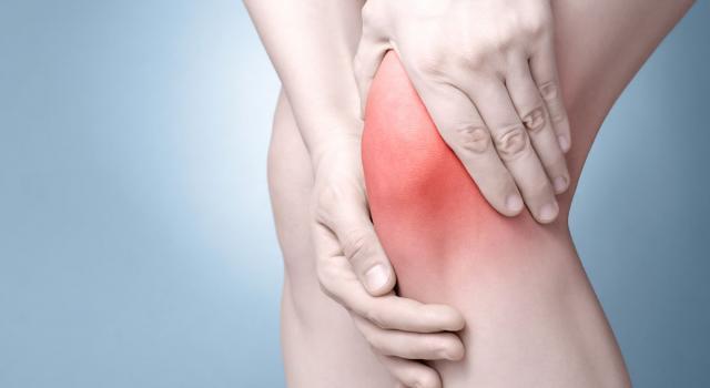 Dolore al ginocchio: come curarlo con i consigli della nonna