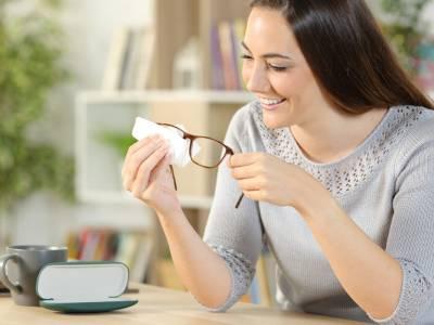 Occhiali: come pulirli con prodotti naturali