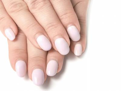 Come nascondere la ricrescita dopo la ricostruzione delle unghie?