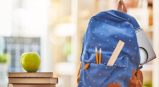 Lo zaino scolastico è il nemico giurato della schiena: ecco come evitare danni