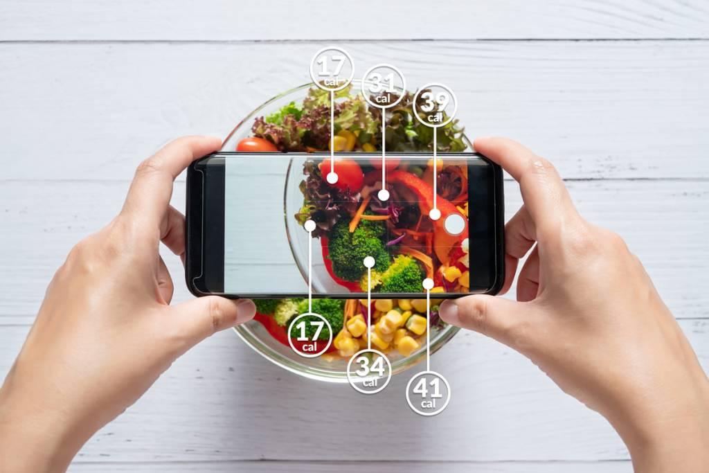 Calorie degli alimenti su app per smartphone