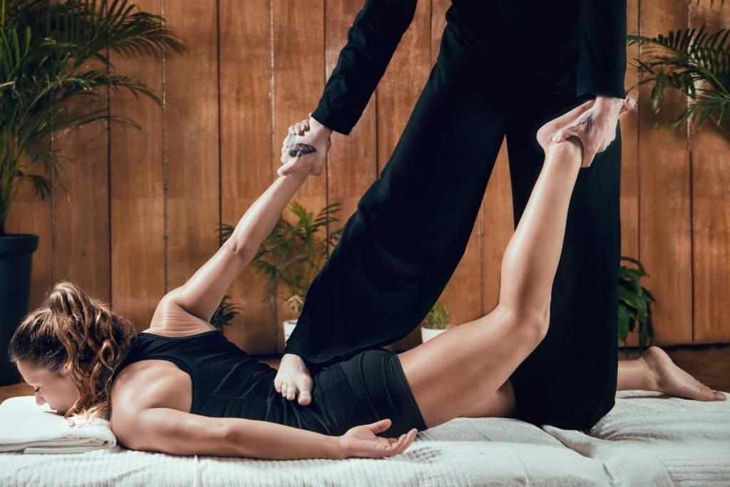 donna massaggio muscoli