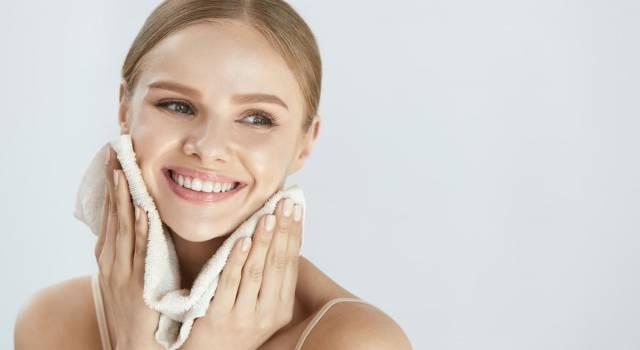 Pelle grassa: i rimedi naturali che funzionano