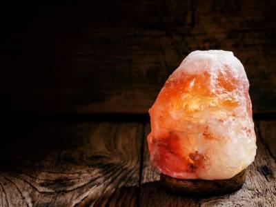 A cosa serve e come si usa la lampada di sale dell'Himalaya?