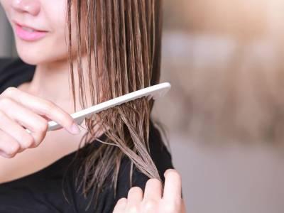 Come tagliarsi i capelli da sola: i trucchi per non sbagliare