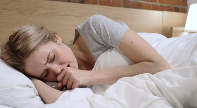 Tosse notturna: perché si presenta e come curarla in modo naturale