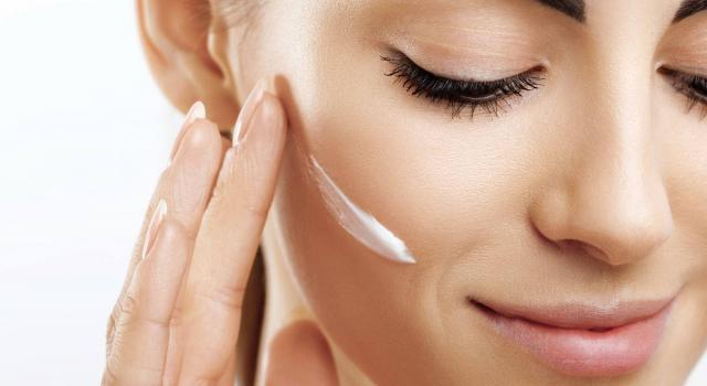 Crema viso fai da te: scopri come realizzarla per avere una pelle più sana