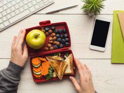 Cosa mangiare per la pausa pranzo in ufficio? I consigli per un pasto sano