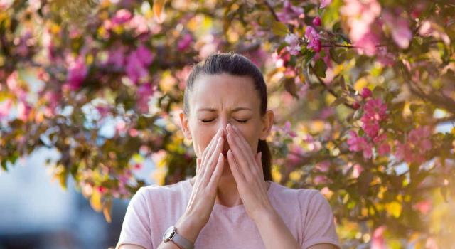 Allergia ai pollini: di cosa si tratta e quali sono i sintomi e i rimedi