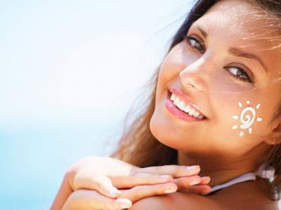 Come abbronzarsi velocemente: i trucchi per una pelle dorata