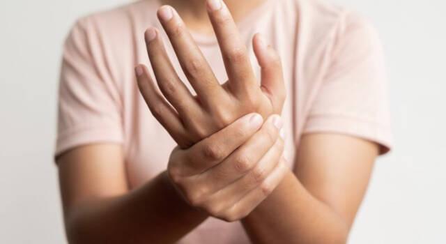 Formicolio alle mani: da cosa può dipendere e quali sono le possibili cure