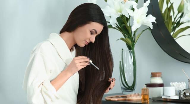 Da tik tok arriva la moda dell'acido ialuronico sui capelli: come funziona e cosa c'è da sapere